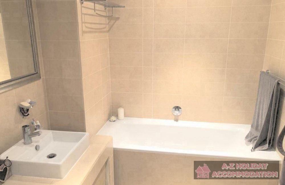 Main bathroom2 (2)