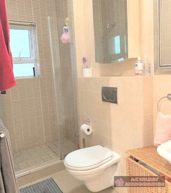 Spare bathroom (2)